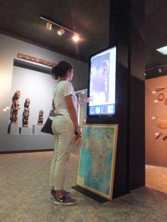 Il totem interattivo nella prima sala