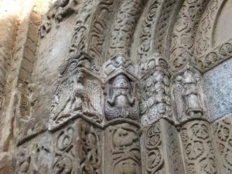 Particolare del portale di destra