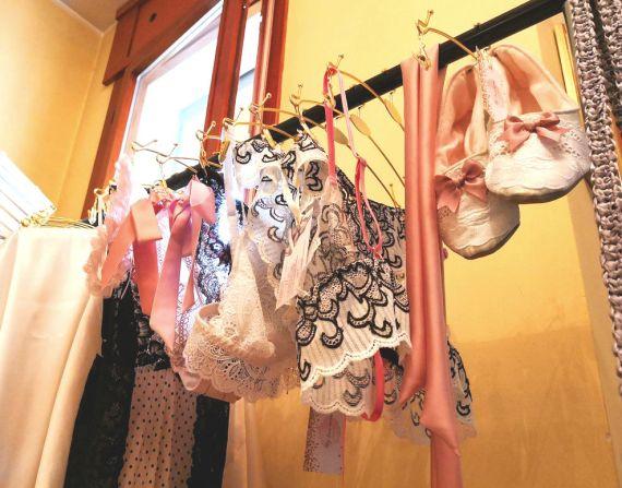 Lingerie ed accessori creati da Julia Stefanello