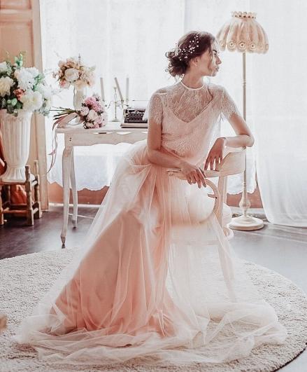 Una sposa con abito di pizzo My lace moon