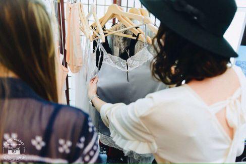 Julia Stefanello mostra le sue creazioni di biancheria intima