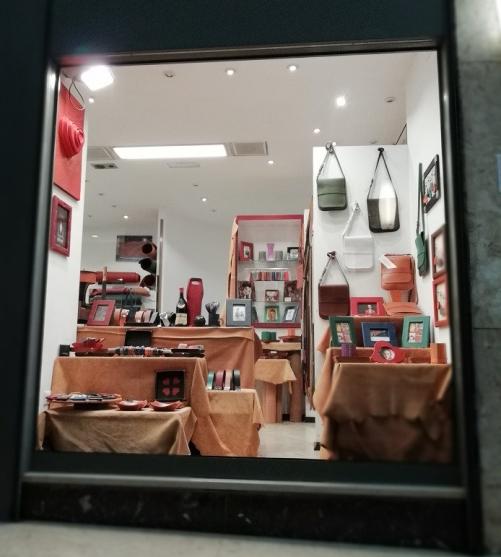 La vetrina di Cordovano con i prodotti di Progetto Riscatto