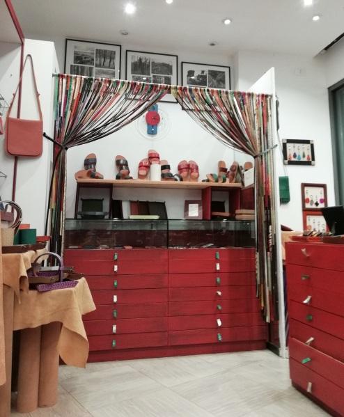 Prodotti di Progetto Riscatto nel negozio Cordovano