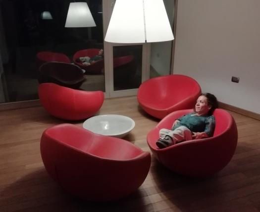 Salottino rosso all'Elda Hotel