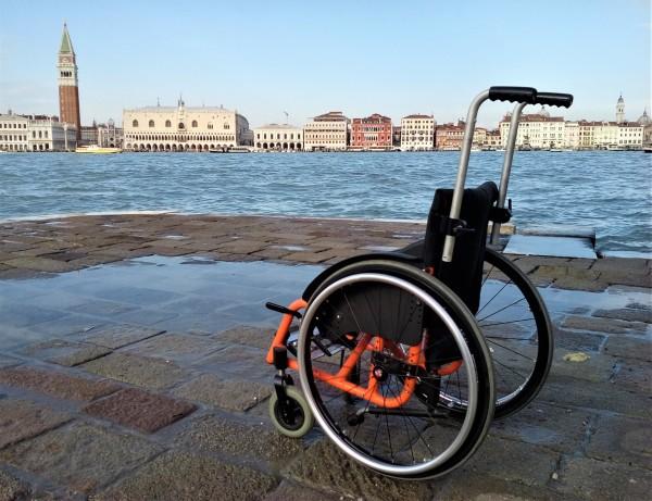 Nanabianca. Carrozzina a Venezia
