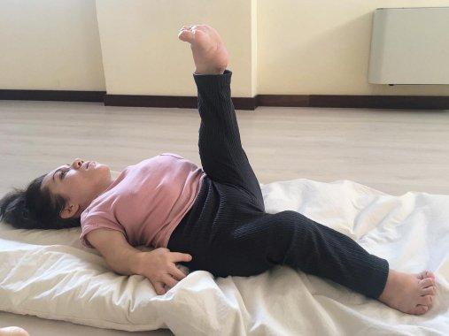 Nanabianca che fa yoga