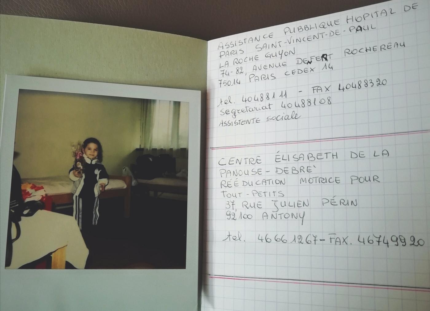 Foto di Nanabianca bambina in una pagina di diario con un indirizzo di un ospedale francese
