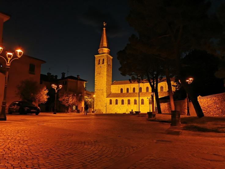 La Basilica di Sant'Eufemia di Grado di sera