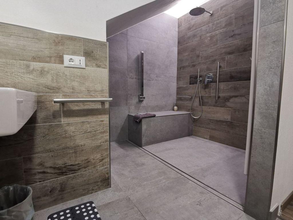 La doccia gigantesca del Residence Trieste