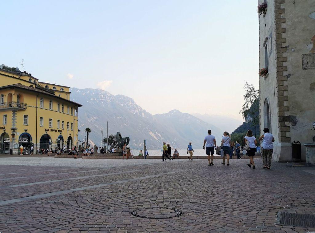 La piazza di Riva del Garda
